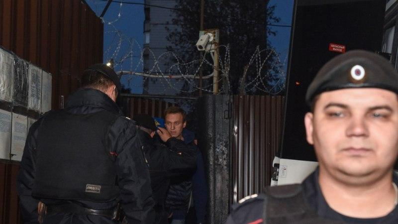 FOTOD   Vabadusse lastud Navalnõi nabiti vanglaväravate juures taas kinni