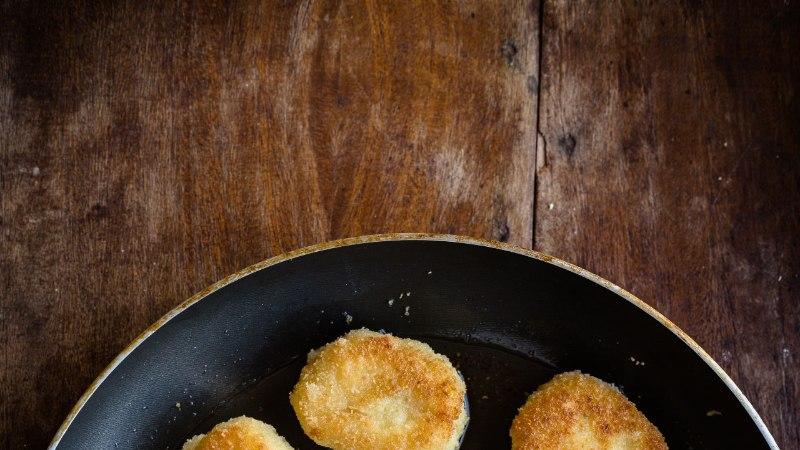 LAPS KÖÖGIS: kuldse jumega krõbedad kartulinagitsad