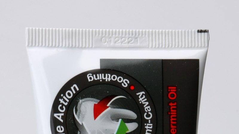 NAISTELEHE TEST: hambad säravaks musta hambapastaga - millist valida?!