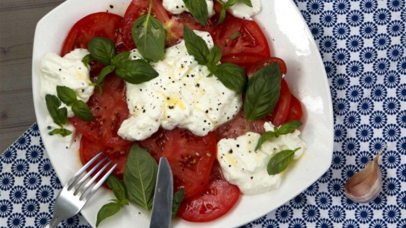 Tomatisalat kreemja fetajuustukastmega