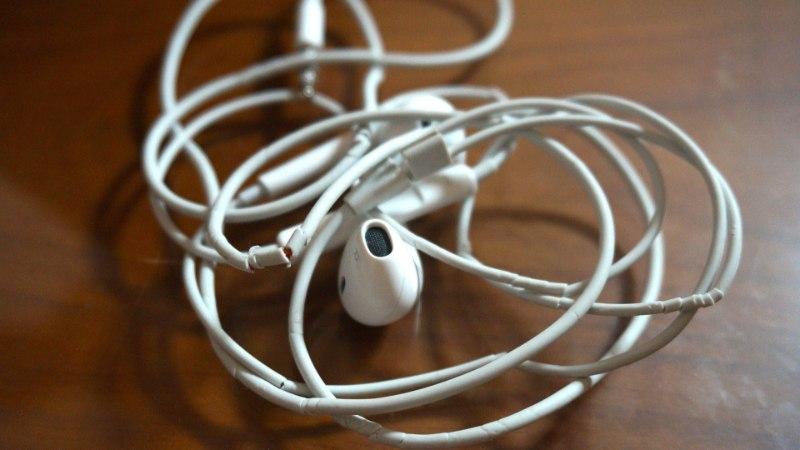 TERAKE TEADUST: miks kõrvaklapijuhtmed ennast alati sõlme keeravad?