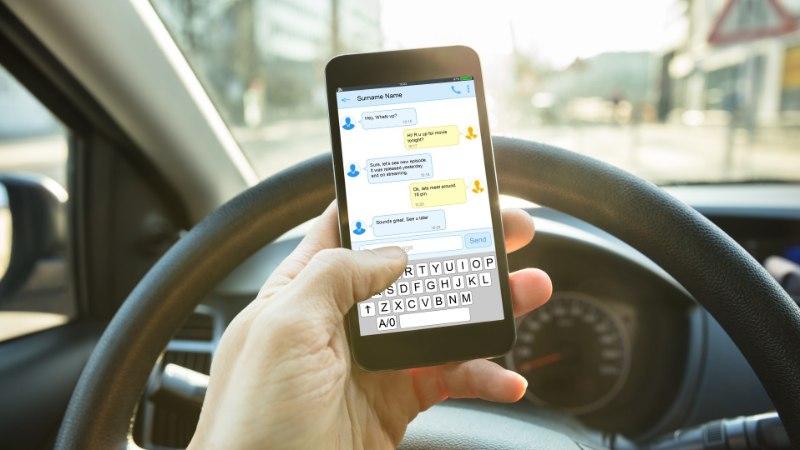 SAATUSLIK VALIK: roolis telefoni näppinud juht tappis nelja lapse ema