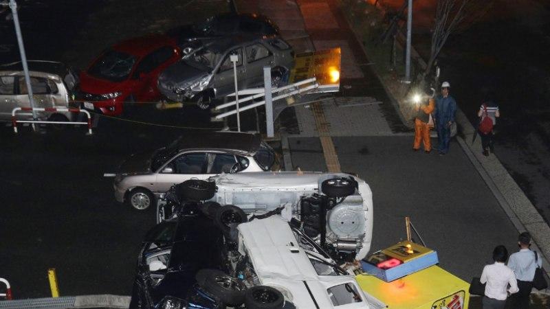 FOTOD   Jaapanit tabas viimase veerandsajandi suurim taifuun