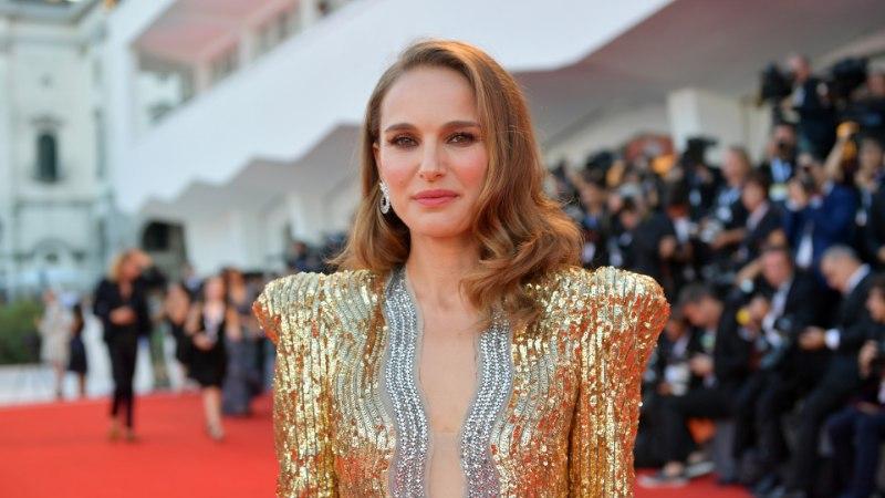 GALERII | ÕL VENEETSIAS: Natalie Portman tõi punasele vaibale silmipimestava glamuuri ja sära