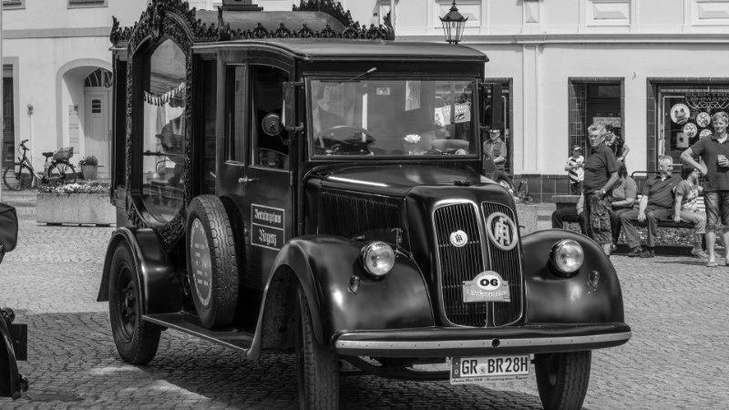 Kuidas Tallinn sai esimese surnuauto