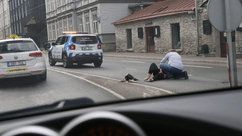 FOTOD | Tallinnas sai naine autolt löögi