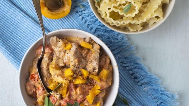 Sealiha aprikooside ja tomatitega
