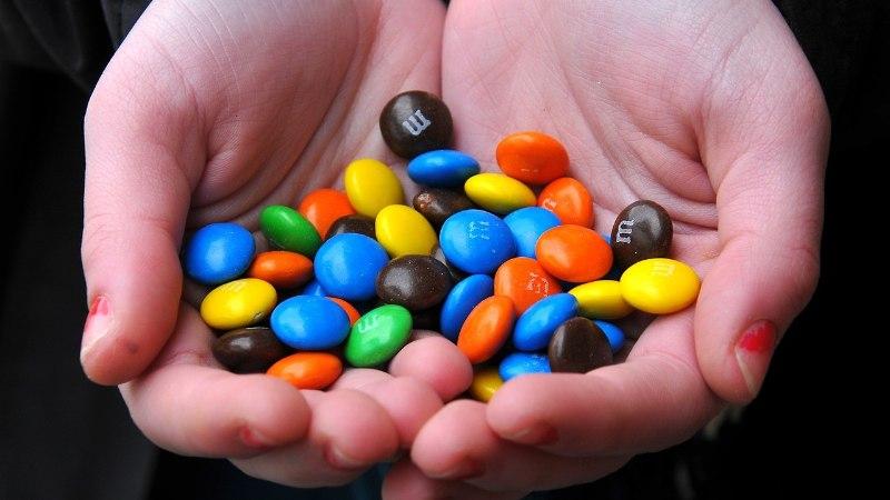7-летняя девочка не заплатила за конфету. Сотрудники магазина вызвали вооруженную охрану