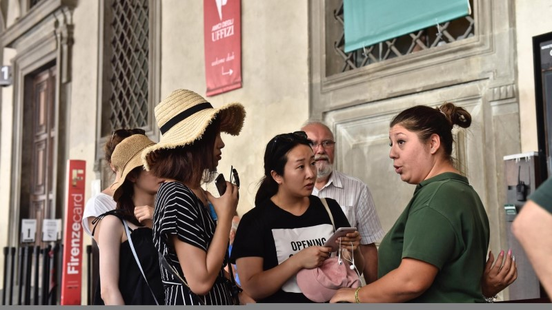 Во Флоренции туристам запретили есть на улицах – штраф до 500 евро