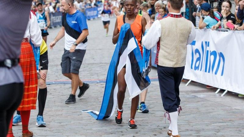 GALERII | Pealinna tänavad täituvad tuhandete maratoonaritega