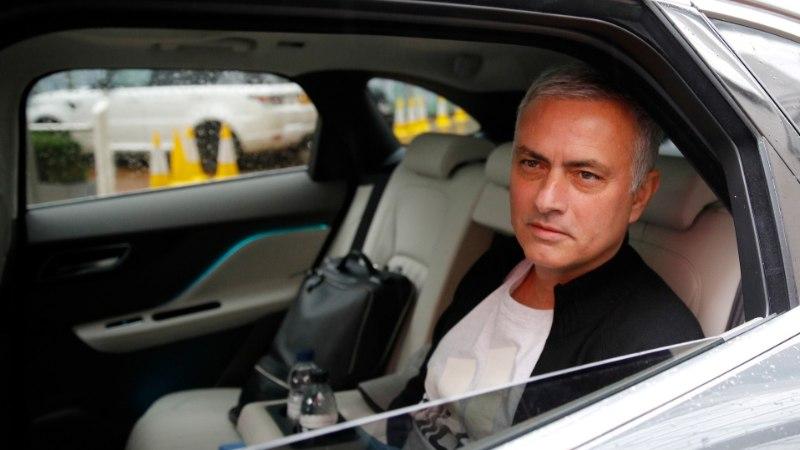 Loe, kui suure kompensatsiooni sai Reali sihikul olev Jose Mourinho Manchester Unitedist!