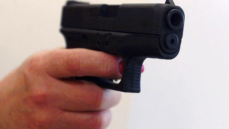 Joobes mees sihtis politseinikke relvataolise esemega