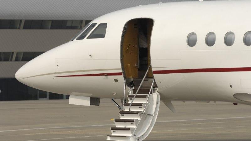 Экипаж российского самолета забыл закрыть дверь и развернул лайнер на полпути