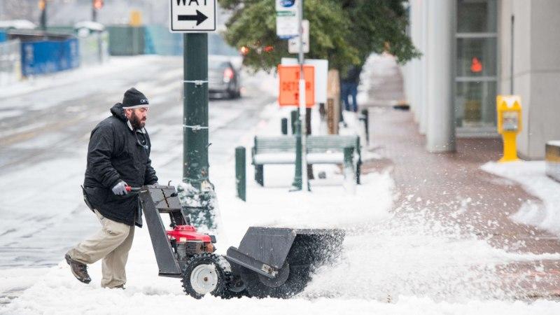 Сильнейшие за 20 лет снегопады обрушились на Европу