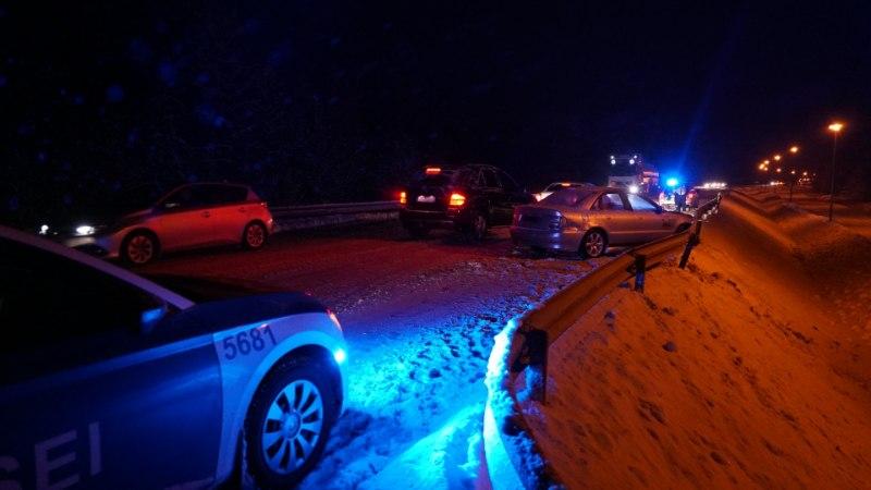 GALERII | Avarii Kirna lähedal: lumine tee jäi Audile ja Citroënile liiga kitsaks