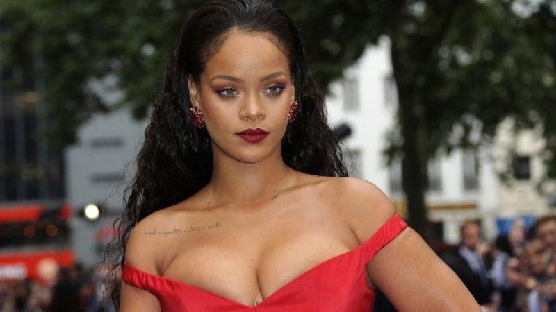 Rihanna kaebas oma lihase isa kohtusse