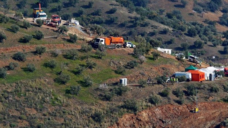 IMET OODATES: Hispaanias loodavad päästjad jõuda sügavasse puurauku kukkunud poisini