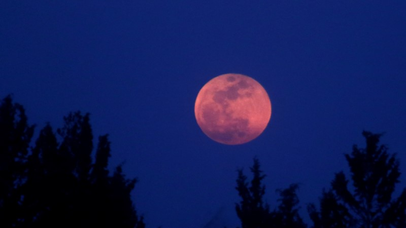 Pilk taevasse! Ööl vastu esmaspäeva näeb punast superkuud