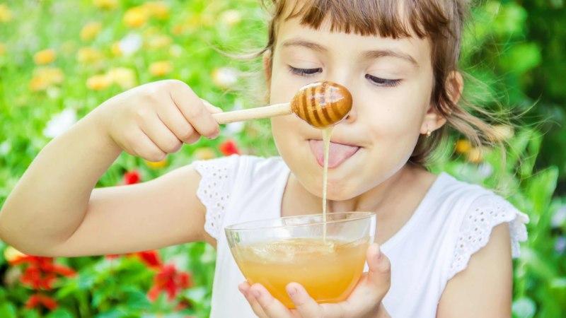 Kui väike laps võib süüa mett? Miks see on ohtlik alla ühe aasta vanustele?
