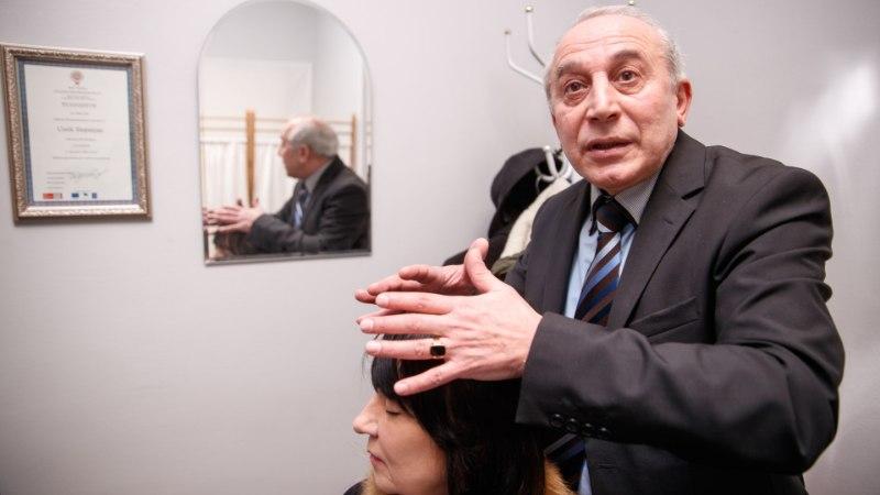 Aastakümneid inimesi aidanud parapsühholoog Žak Stepanjan kritiseerib selgeltnägijate saadet: «Usku meie tegemistesse sellest juurde ei tule.»