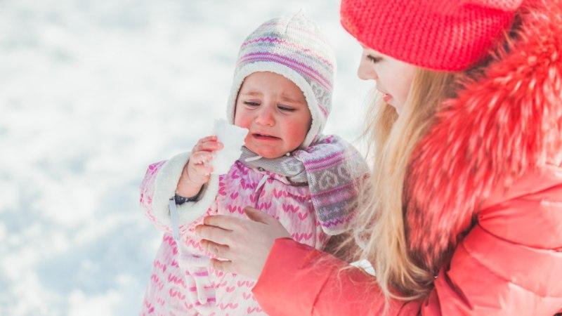 EHMATAV KÕNE LASTEHOIUST: emale teatati, et last on hammustatud näost, jalast ja pepust