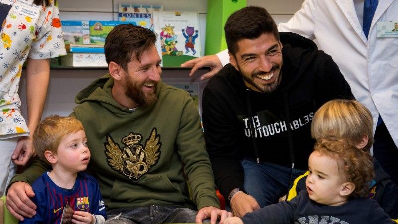 VIDEO JA FOTOD | Vutitähed Lionel Messi ja Luis Suarez ajasid lapsed suurest õnnest nutma