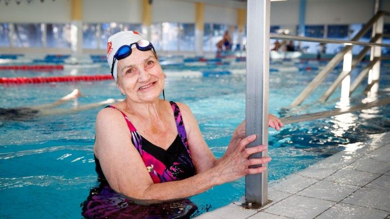 Kunagi pole hilja! Vanaproua õppis 82aastaselt ujuma