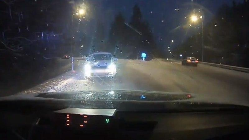VIDEO | Ühesuunalisel teel politseile vastu sõitnud autojuht: GPS suunas mind siia!