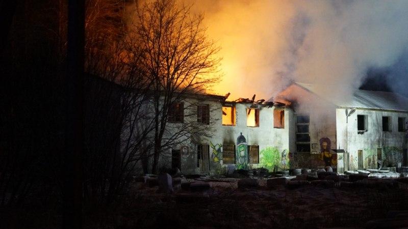 FOTOD | Türil põles öösel maja lahtise leegiga