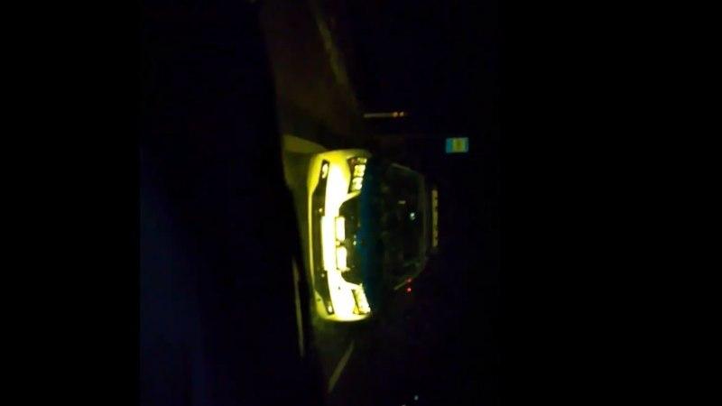 VIDEO | SOTSIAALMEEDIA HITT: mees kraakleb politseiga, kas kiirust mõõtes peavad autol ohutuled põlema või mitte