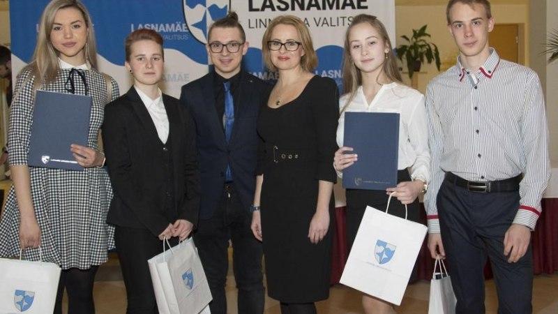 В Ласнамяэ наградили отличившихся школьников