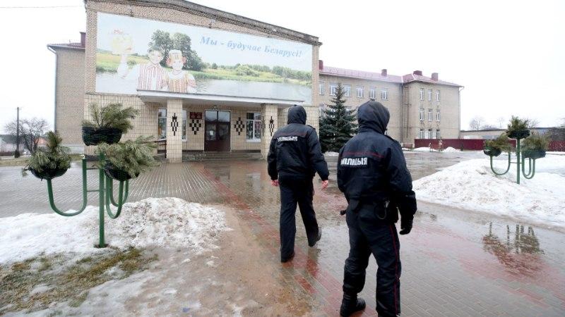 Valgevenes pussitas õpilane koolis surnuks õpetaja ja kaasõpilase