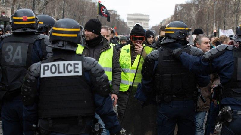 """Во Франции один из протестующих """"желтых жилетов"""" лишился пальцев"""