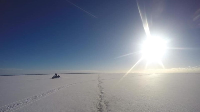 FOTO | Pärnus vajus ATV koos juhiga läbi jää