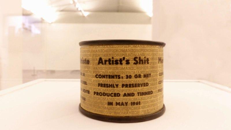 VEDEL KUNST: Šveitsi kunstnik müüb oma uriini