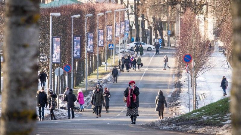 PILTUUDIS | Libe kõnnitee sunnib jalakäijaid sõiduteele