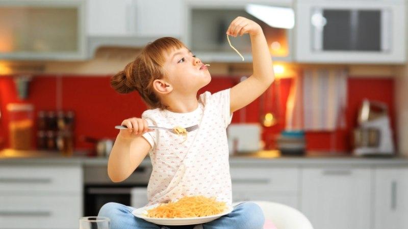Koolikokk õpetab: kuidas kartulitest ja makaronidest lastele tervislikke roogasid valmistada?