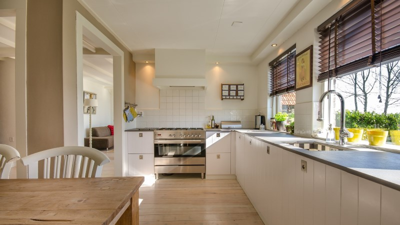 Mida panna köögi põrandale, et oleks ilus ja kauakestev?