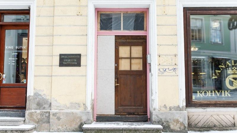Hanna-Liina Võsa sai roosa ukse taastamise eest pea 2000-eurose arve: see tundub utoopiliselt suur!