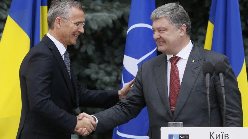 Украина зафиксировала в конституции необратимость курса на вступление в ЕС и НАТО