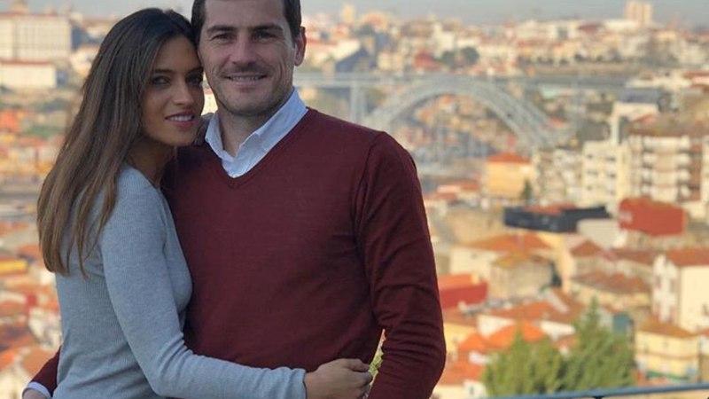 FOTOD   Maailma seksikaim reporter ajas MMil maailma parima väravavahi pea segi