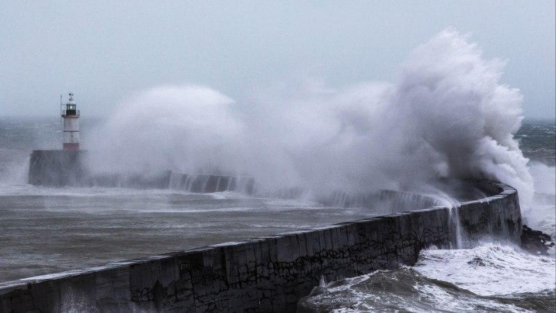FOTOD   vaata, kuidas torm Erik Inglismaal inimesi hirmutab ja hullutab