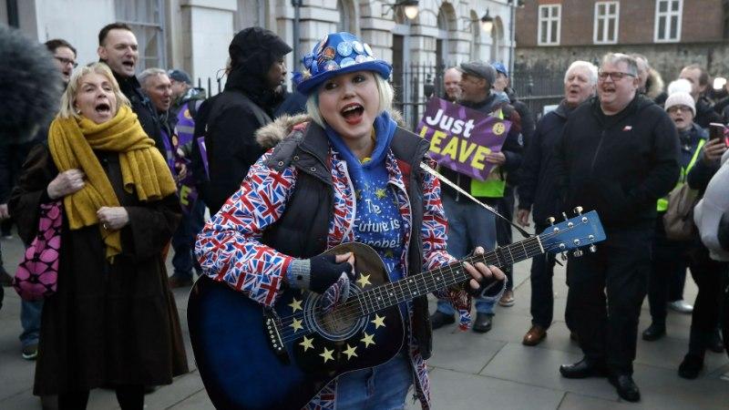 Britid paluvad Euroopa Liidu liikmesriikidelt Brexiti tarbeks ajapikendust