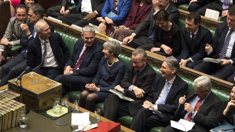 "Парламент Британии проголосовал за перенос ""брексита"""