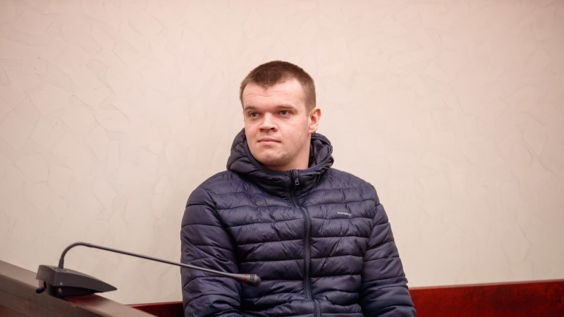 KARM KÄTTEMAKS: Narva pätt lasi politseiniku auto põlema panna