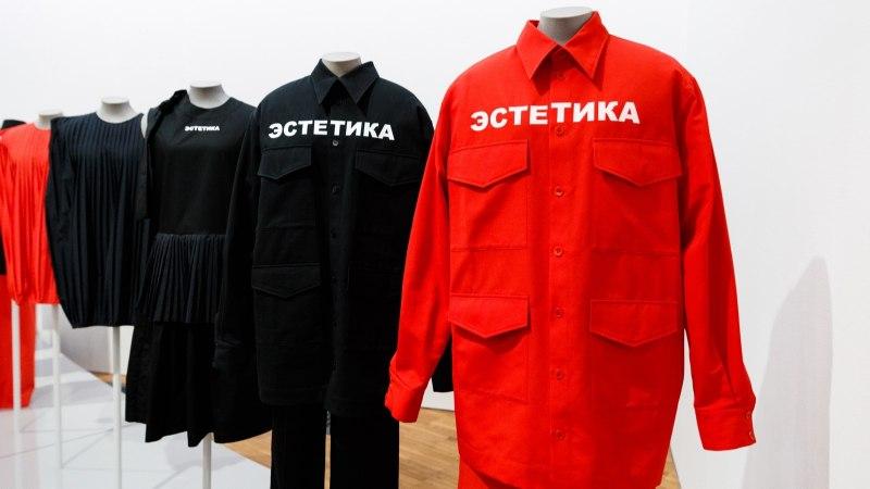 GALERII | Punane viisnurk ja lillelised kitlid: Kumus avati nõukogude ajast inspireeritud näitus
