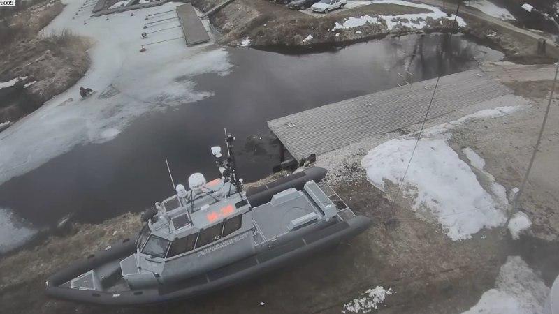VIDEO   Piirivalvurid päästsid kalamehe, kes vajus läbi õhukese jää