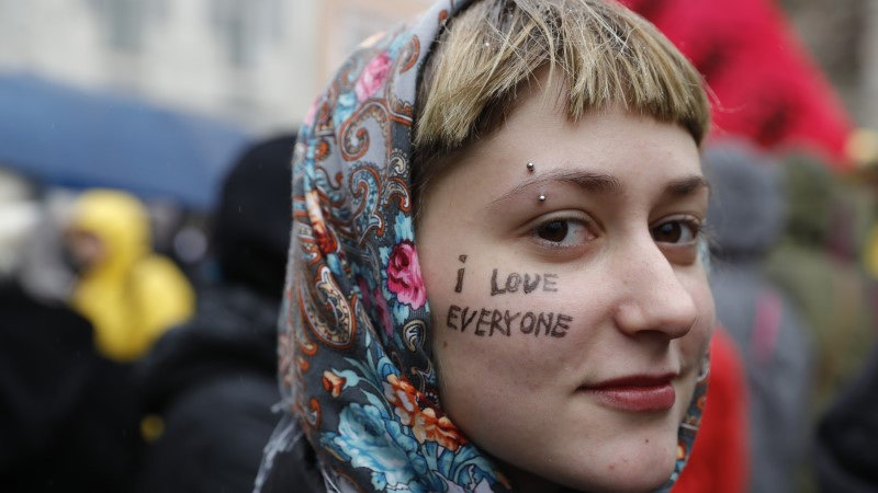 """""""Юри, мы тебе верили"""": в центре Таллинна проходит манифестация """"За свободу, против лжи"""" (ФОТО)"""