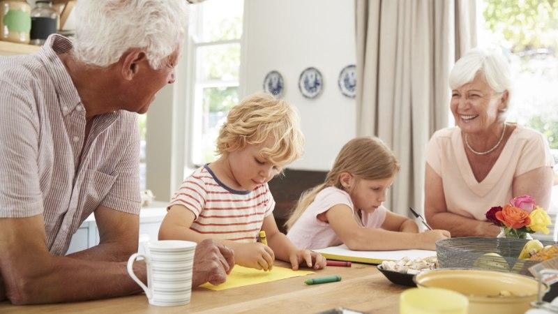 Vanavanemate kuritegu: lapselapsed külvatakse üle kingituste ja magusaga