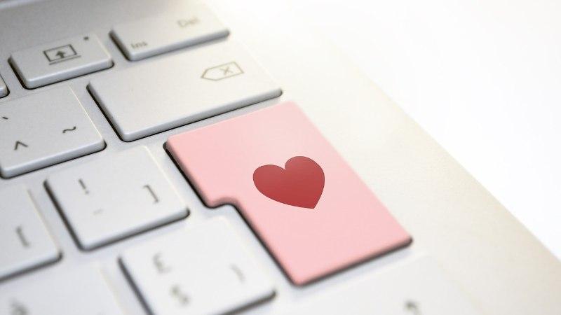 Веб-констебль об опасностях любви по интернету: мошенники ищут доверчивых женщин